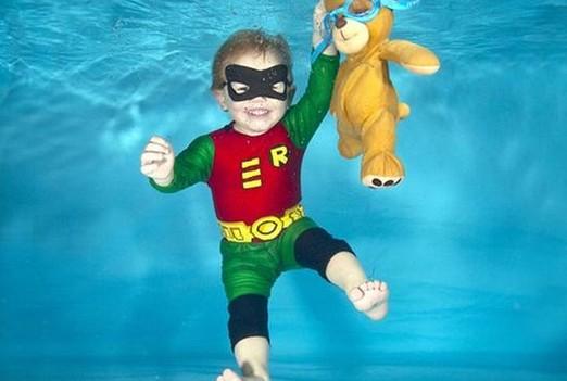 英国摄影师拍摄水下萌宝:造型超可爱-资讯动态